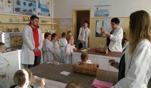 Czary – mary czyli chemia dla przedszkolaka